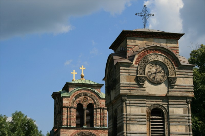 Crkva-Lazarica-zvonik-kupole