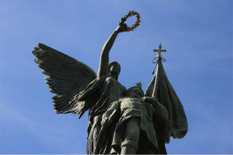 spomenik-kosovskim-junacima-vrh