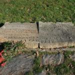 Kamena ploča ispod humke