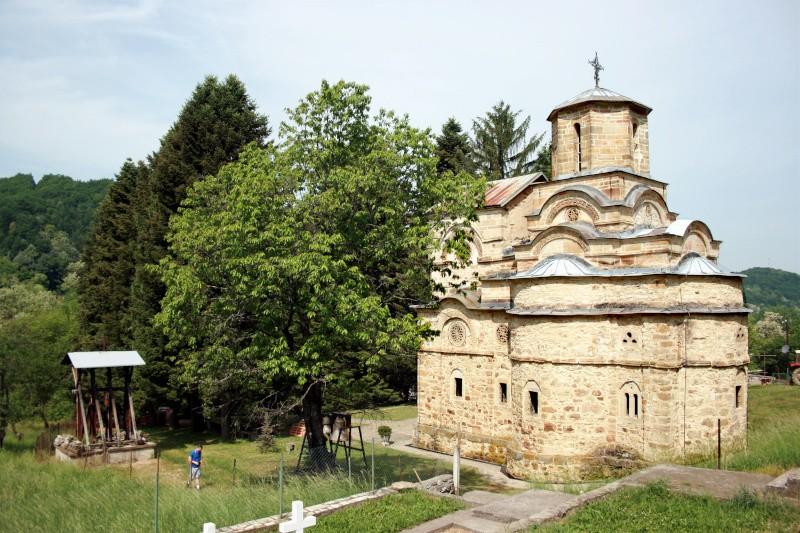 Manastir-Naupara-jugoistocna-strana-panorama