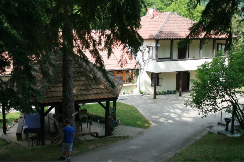 Manastir-Naupara-stari-konak